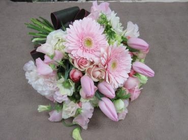 ブーケタイプの花束…